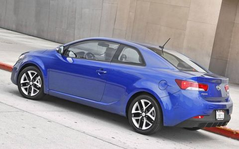 Tire, Wheel, Automotive design, Blue, Vehicle, Land vehicle, Rim, Alloy wheel, Automotive lighting, Automotive tire,