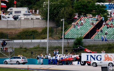 Hungaroring, Budapest, Hungary 25th July 2009 Felipe Massa's Ferrari F60 is removed from the scene of his accident. Technical. Crashes.