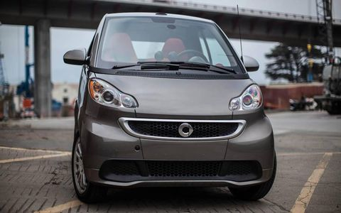 Motor vehicle, Automotive design, Automotive mirror, Mode of transport, Vehicle, Automotive lighting, Land vehicle, Headlamp, Transport, Car,