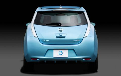 Motor vehicle, Automotive design, Mode of transport, Vehicle, Automotive exterior, Car, Glass, Automotive mirror, Automotive lighting, Vehicle door,