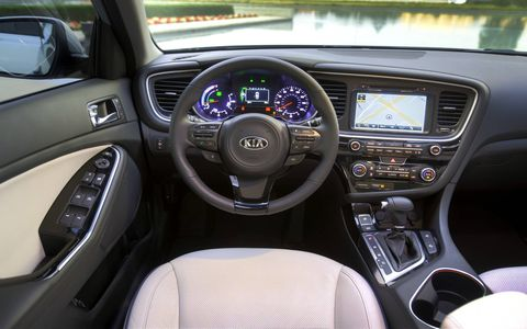 The best thing that the 2014 Kia Optima Hybrid EX has going for it is the interior.