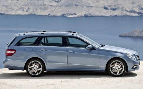 Tire, Wheel, Vehicle, Rim, Automotive design, Car, Spoke, Alloy wheel, Landscape, Automotive carrying rack,