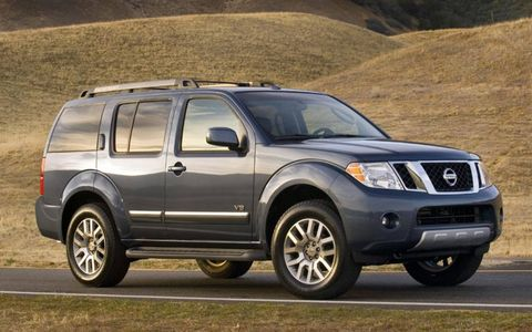 Tire, Wheel, Motor vehicle, Automotive tire, Vehicle, Natural environment, Automotive exterior, Rim, Glass, Hood,
