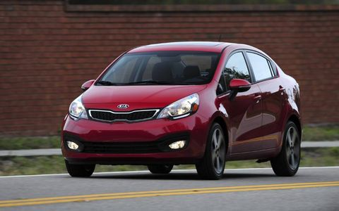 Tire, Wheel, Mode of transport, Daytime, Automotive mirror, Vehicle, Automotive design, Land vehicle, Glass, Headlamp,