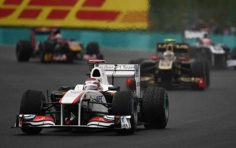 Sauber's Kamui Kobayashi leads Renault driver Vitaly Petrov. Photo by: Andy Hone/LAT Photographic