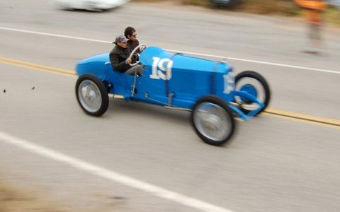 Mode of transport, Road, Automotive design, Asphalt, Automotive wheel system, Classic car, Driving, Lane, Tar, Open-wheel car,