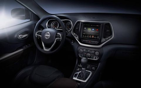 The 2014 Jeep Cherokee interior layout is reminiscent of the Jeep Grand Cherokee -- not a bad thing.