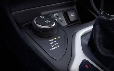 The 2014 Cherokee AWD features a true 4WD low mode.
