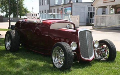 Tire, Wheel, Motor vehicle, Mode of transport, Automotive tire, Automotive design, Vehicle, Land vehicle, Window, Property,