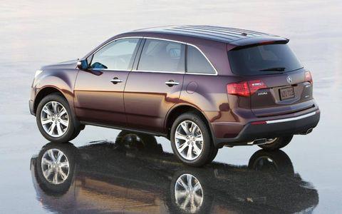 Tire, Wheel, Motor vehicle, Mode of transport, Automotive tire, Automotive design, Product, Automotive wheel system, Vehicle, Automotive mirror,