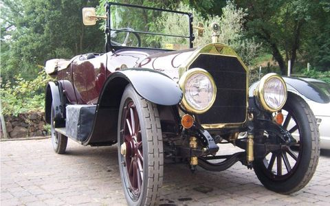 As for brass-era cars, this Simplex was there the night I arrived but then disappeared for transport to Pebble Beach, so I never actually got to see it move under its own power.
