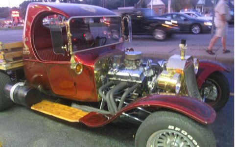 Tire, Wheel, Motor vehicle, Automotive tire, Automotive design, Vehicle, Land vehicle, Automotive wheel system, Rim, Classic car,