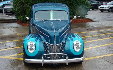 Motor vehicle, Mode of transport, Automotive design, Land vehicle, Vehicle, Transport, Classic car, Car, Hood, Grille,