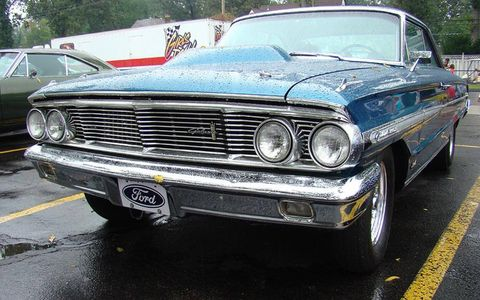 Motor vehicle, Vehicle, Land vehicle, Hood, Automotive exterior, Automotive design, Car, Headlamp, Automotive parking light, Grille,