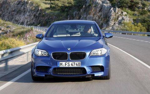 The 2013 BMW M5 has hyrdaulic power steering