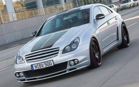 Tire, Motor vehicle, Wheel, Mode of transport, Automotive design, Vehicle, Land vehicle, Automotive tire, Automotive lighting, Automotive mirror,