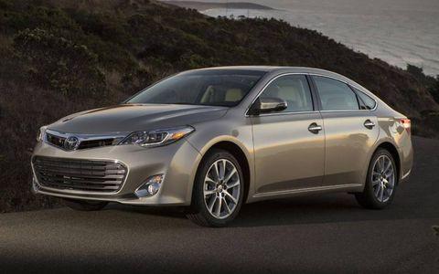 A profile shot of the 2013 Toyota Avalon