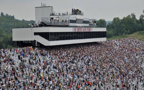 The crowd during the IndyCar race in Loudon, N.H. Photo by: Walt Kuhn/LAT Photographic