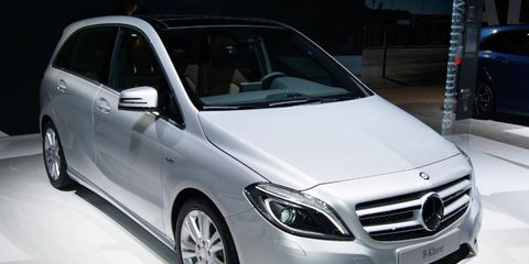 Wheel, Tire, Mode of transport, Automotive design, Vehicle, Land vehicle, Automotive mirror, Transport, Grille, Glass,
