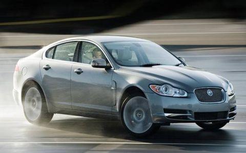 Tire, Wheel, Vehicle, Land vehicle, Infrastructure, Automotive design, Headlamp, Car, Automotive lighting, Automotive tire,