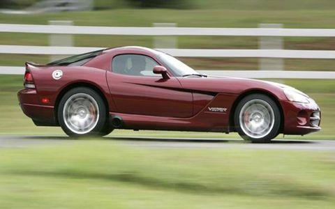 Tire, Wheel, Automotive design, Vehicle, Land vehicle, Car, Performance car, Fender, Sports car, Automotive tire,
