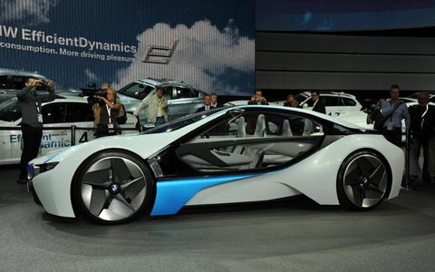 Tire, Motor vehicle, Wheel, Mode of transport, Automotive design, Vehicle, Land vehicle, Rim, Vehicle door, Alloy wheel,