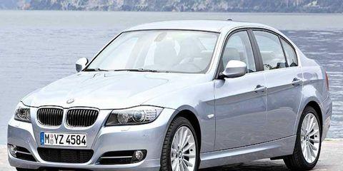 Tire, Wheel, Mode of transport, Automotive tire, Vehicle, Automotive design, Land vehicle, Hood, Rim, Alloy wheel,