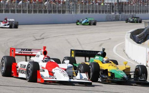 Helio Castroneves battles Will Power in early race action