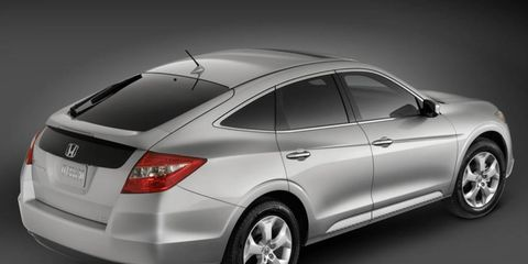 Tire, Wheel, Automotive design, Mode of transport, Vehicle, Automotive tire, Automotive lighting, Automotive exterior, Transport, Car,