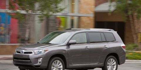 The 2013 Toyota Highlander Hybrid Limited is equipped with a 3.5-liter V6 hybrid system mated to a continuously variable transmission.