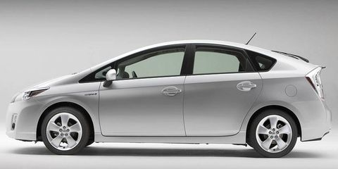Toyota is setting an aggressively low price on the redesigned Prius in Japan to compete with the new Honda Insight.