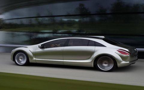 Wheel, Tire, Mode of transport, Automotive design, Vehicle, Transport, Automotive mirror, Vehicle door, Car, Rim,