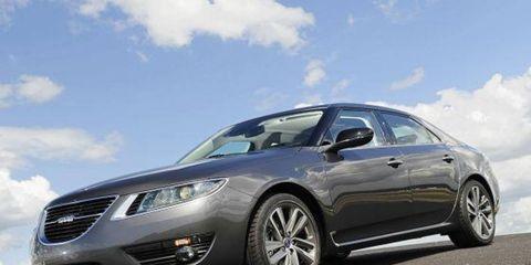 Tire, Wheel, Mode of transport, Automotive design, Daytime, Vehicle, Transport, Headlamp, Automotive tire, Car,