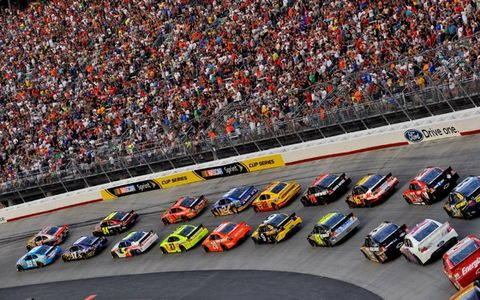 The No. 99 of Carl Edwards and No. 39 of Ryan Newman lead the field to the green flag in Bristol, Tenn. On Aug. 27. Photo by: LAT Photographic