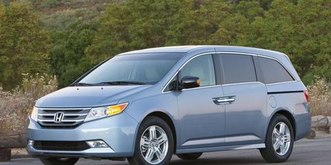 Tire, Automotive mirror, Mode of transport, Vehicle, Automotive design, Glass, Land vehicle, Transport, Car, Headlamp,