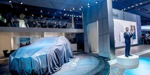 Interior design, Exhibition, Fashion, Display device, Auto show, Hall, Design, Vehicle cover, Luxury vehicle, Concept car,