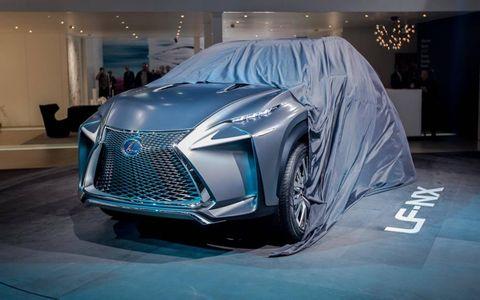 Automotive design, Vehicle, Event, Land vehicle, Automotive lighting, Car, Grille, Headlamp, Personal luxury car, Luxury vehicle,