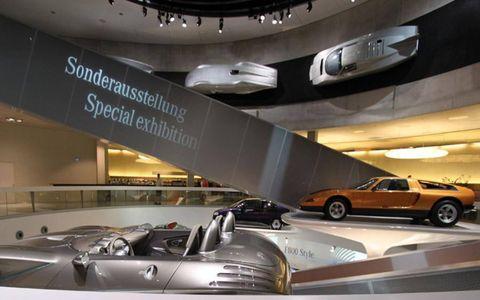 Automotive design, Mode of transport, Vehicle, Automotive parking light, Car, Ceiling, Luxury vehicle, Personal luxury car, Vehicle door, Mid-size car,