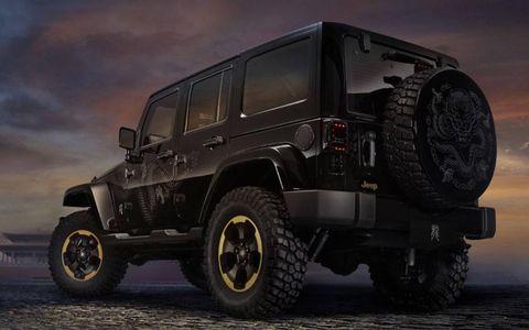 Tire, Motor vehicle, Wheel, Automotive tire, Mode of transport, Automotive design, Automotive exterior, Automotive wheel system, Automotive lighting, Rim,