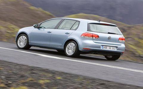 Tire, Wheel, Automotive design, Automotive tire, Road, Mode of transport, Vehicle, Land vehicle, Car, Rim,