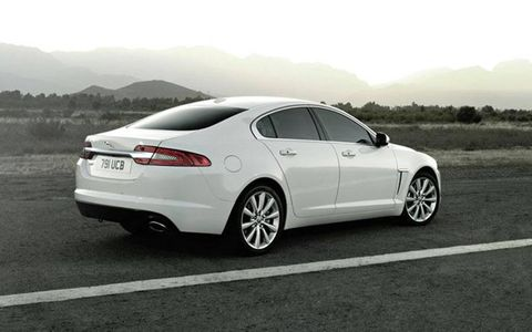 In our 2013 Jaguar XF tester we observed and average fuel economy of 16.7 mpg.