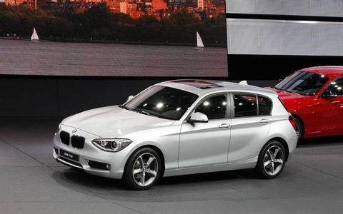 Tire, Wheel, Automotive design, Alloy wheel, Vehicle, Land vehicle, Rim, Car, Spoke, Hood,