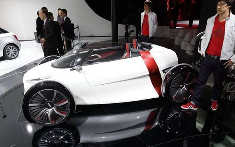A side view of the 2011 Audi Urban concept