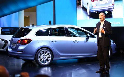 Motor vehicle, Tire, Automotive design, Vehicle, Land vehicle, Car, Automotive lighting, Alloy wheel, Vehicle door, Rim,