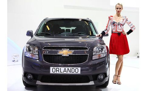 Motor vehicle, Automotive design, Vehicle, Grille, Headlamp, Automotive lighting, Car, Full-size car, Dress, Beauty,