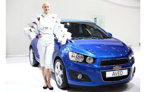 Motor vehicle, Automotive design, Vehicle, Land vehicle, Automotive lighting, Headlamp, Vehicle registration plate, Car, Grille, Hood,