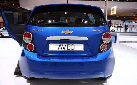Motor vehicle, Mode of transport, Automotive design, Vehicle, Car, Hatchback, Vehicle registration plate, Majorelle blue, City car, Bumper,