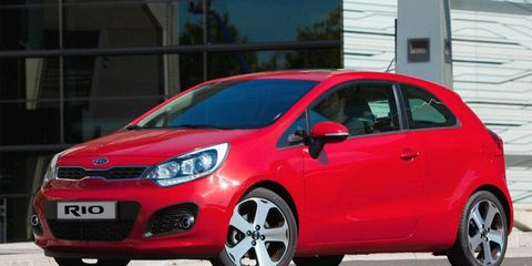 Motor vehicle, Tire, Wheel, Mode of transport, Automotive design, Daytime, Automotive mirror, Vehicle, Land vehicle, Automotive wheel system,