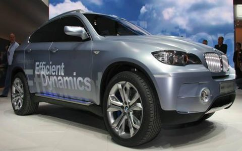 Tire, Wheel, Motor vehicle, Mode of transport, Automotive tire, Automotive design, Vehicle, Automotive wheel system, Product, Land vehicle,