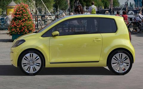 Wheel, Motor vehicle, Tire, Automotive design, Land vehicle, Vehicle, Car, Alloy wheel, Automotive wheel system, Rim,
